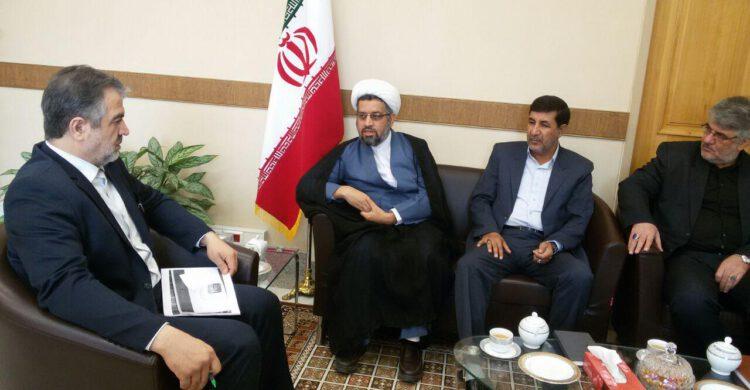 انتقاد بازرس کل استان اصفهان از شیوه اجرای ملاقاتهای مردمی/بخشی از تخلف ادارات با چراغ سبز مدیران است